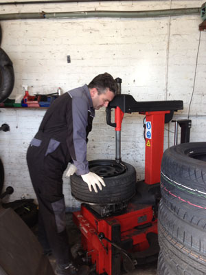 eastbourne tyre fitter image